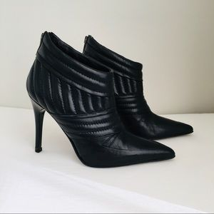Burberry Quilted Leather Booties Boots Sz 35 Italy